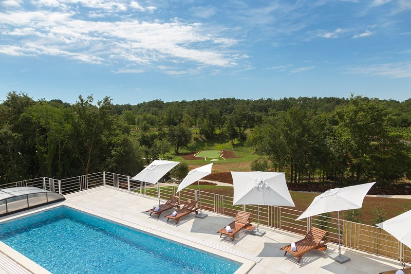 Cabrunici Villa Sleeps 10 with Pool and Air Con - 5634883, vacation rental in Ferlini