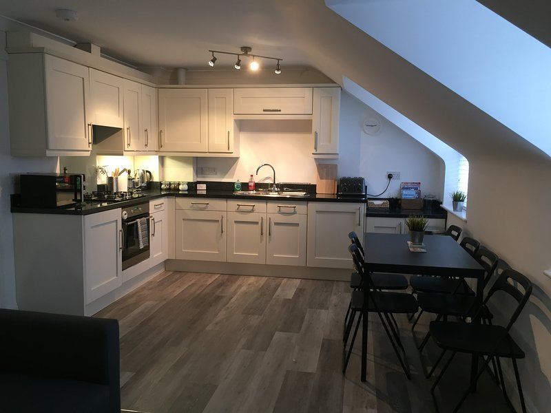 Contemporary 2 bedroom apartment in the heart of Swanage - pets welcome – semesterbostad i Isle of Purbeck