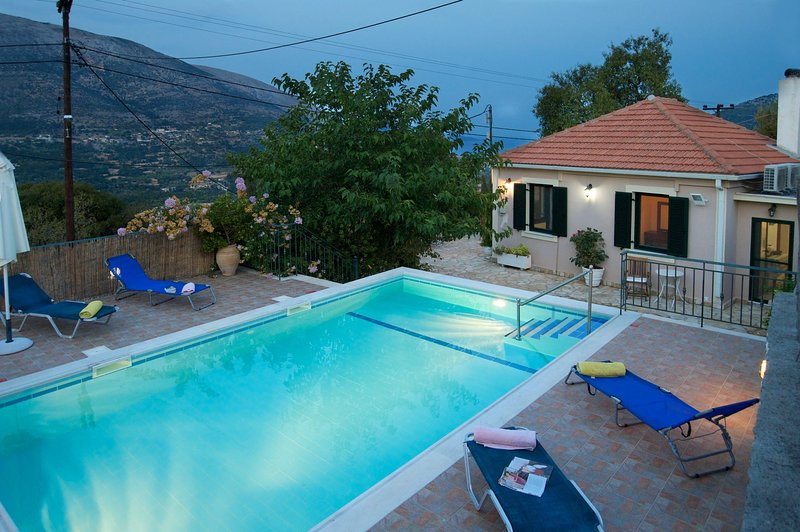 Villa Avvisania nearby Agia Efimia, Private Pool, Quiet, Sea Views, aluguéis de temporada em Agia Efimia