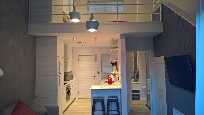 Luxury Loft Apartment, vacation rental in Clarendon Marine