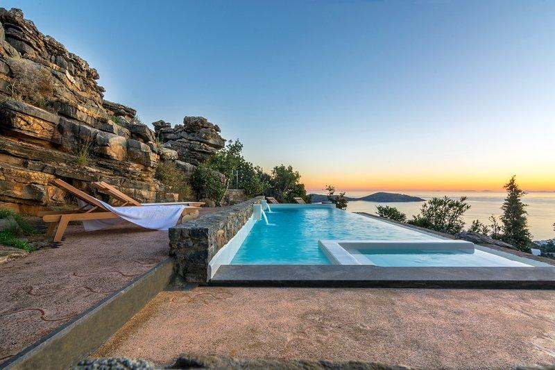 Sea View 3 Bedroom Villa, holiday rental in Ellinika
