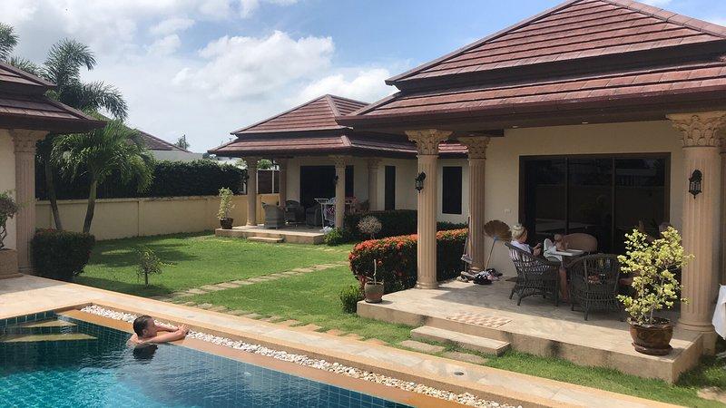 Lilla Villa Rawai   Hus nr.1  4 bäddar  /  Hus nr. 2   2 bäddar, holiday rental in Rawai