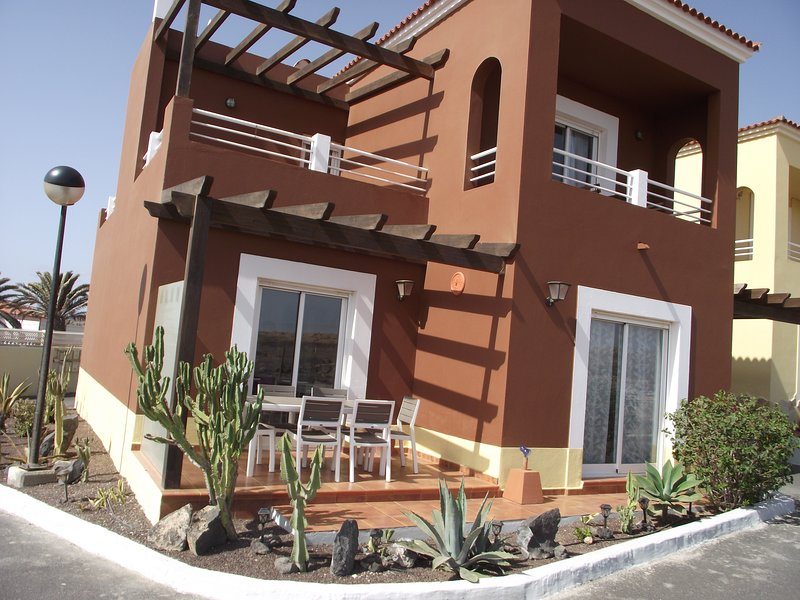 HIGHLY RATED AND UPGRADED Sea View Villa at Marina Golf Complex, free wifi!, holiday rental in Caleta de Fuste