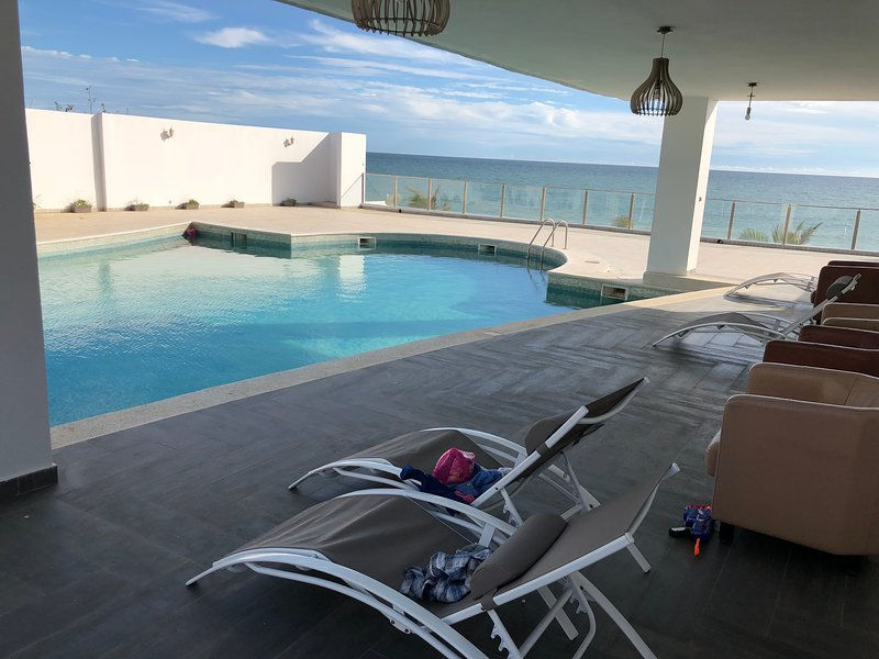 Villa somone pied dans l'eau, vacation rental in La Petite Cote