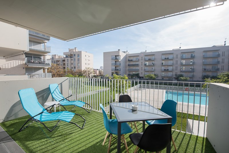 LOVELY NEW APARTMENT 5 MIN FROM THE BEACH, TRAIN STATION & CENTER 2 BATHROOMS, vacation rental in Calafell