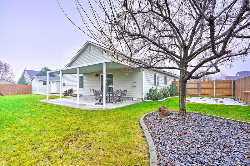 Cozy Tri-Cities Home w/Patio Near 10 Wineries, vacation rental in Kennewick
