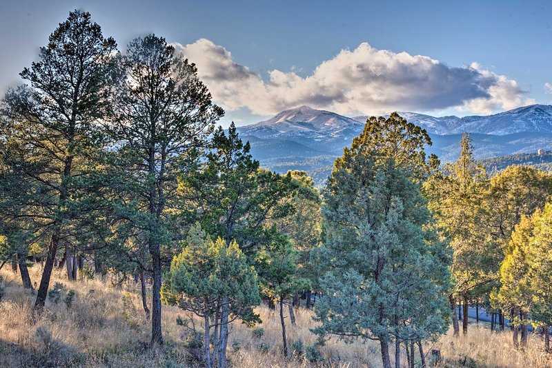The Ruidoso area is flanked by the Sierra Blanca Mountains.