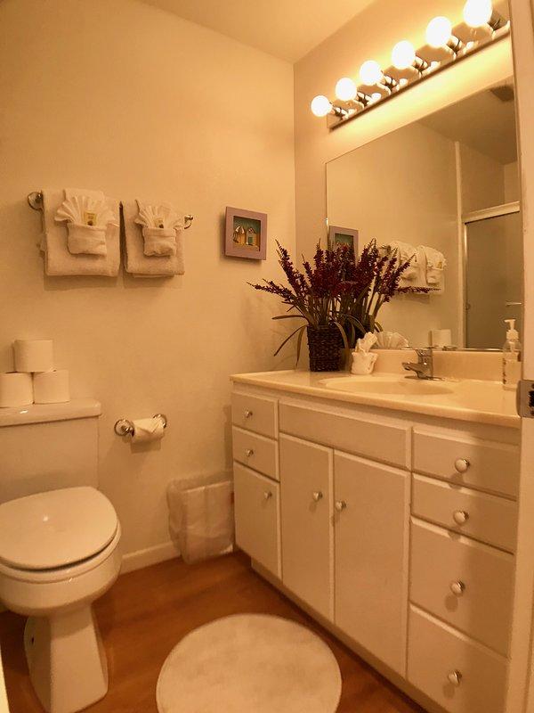 125 Pismo Shores-Hall Bathroom 125 Pismo Shores Alquiler de vacaciones