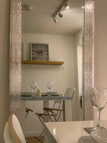 Modern, Sleek Apartment Close To Leeds City Centre, aluguéis de temporada em Leeds