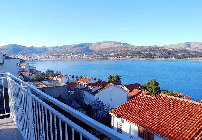 Zedno Apartment Sleeps 6 with Air Con - 5714310, holiday rental in Zedno