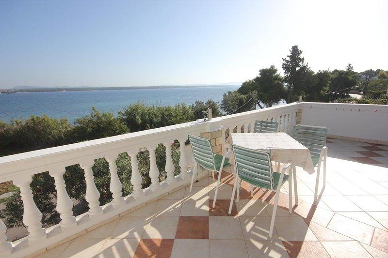 Tkon Apartment Sleeps 2 with Air Con - 5459248, vacation rental in Zizanj Island