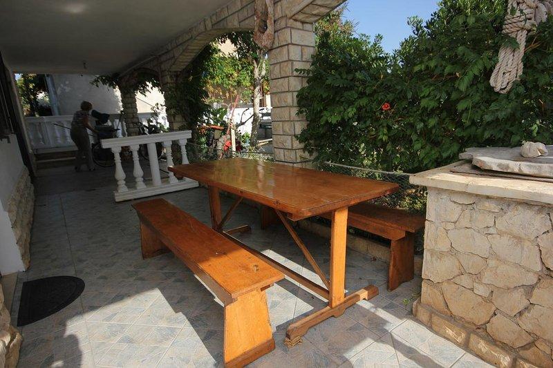 Tkon Apartment Sleeps 4 - 5459249, vacation rental in Zizanj Island