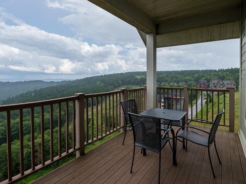 Unobstructed views to the horizon from 4848' elevation.