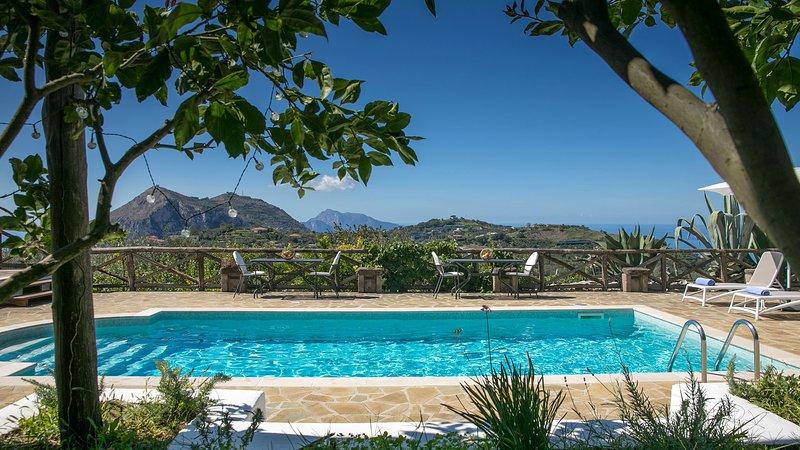 AMORE RENTALS - Villa Amiela with Private Pool, Sea View, Garden, Terrace and Pa, aluguéis de temporada em Metrano