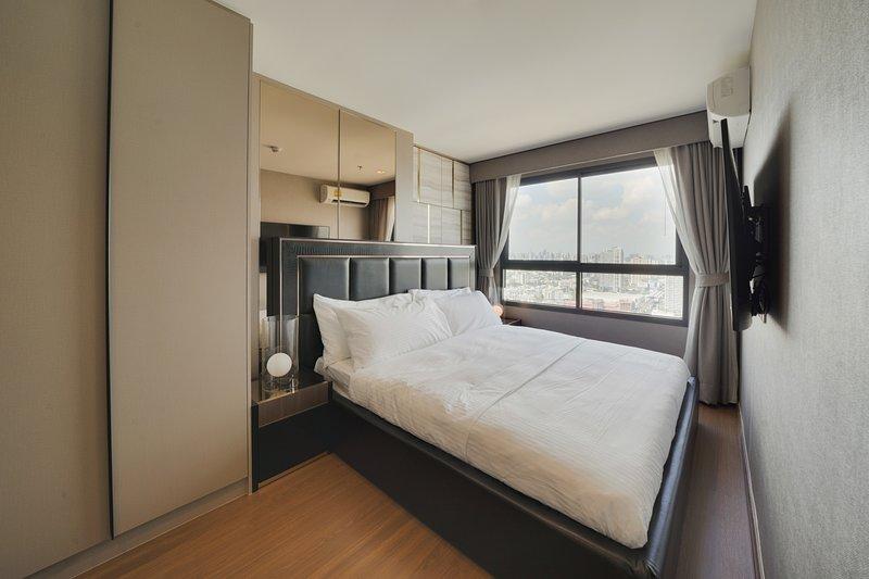 Charming & Stylish 2 bed Sleep 4 in Ideo Sukhumvit 93 Condo – semesterbostad i Bang Nam Phueng