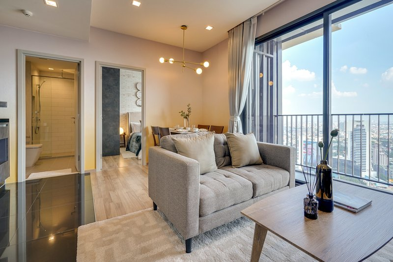 Sophisticated 2bed2bath in The Line Jatujak-Mochit Condo, vacation rental in Lat Phrao