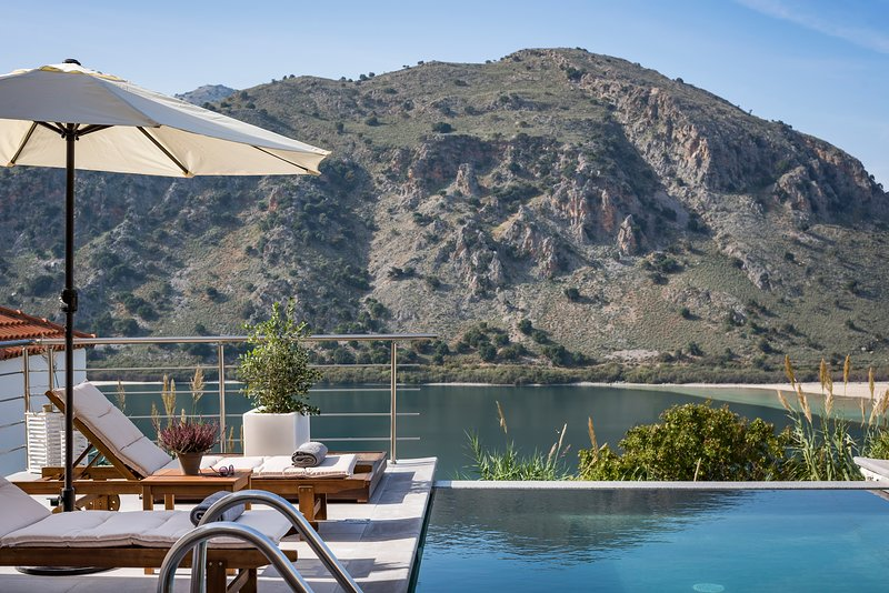Bluefairy Villa Amelia with lake and sea views, vacation rental in Kato Valsamonero