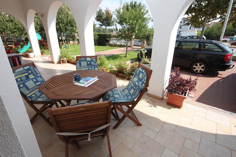 Umag Apartment Sleeps 4 with Air Con - 5466772, location de vacances à Finida