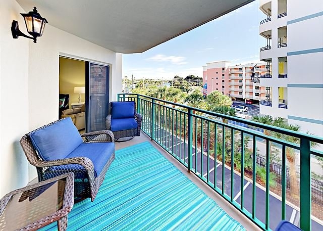Sunny Condo on Saint Pete Beach w/ Gulf-View Balcony, Pool & Spa, holiday rental in Tierra Verde