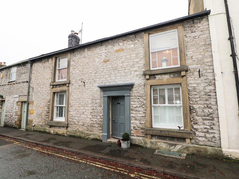 CHANDLER HOUSE, WiFi, woodburner, in Castleton, vacation rental in Castleton