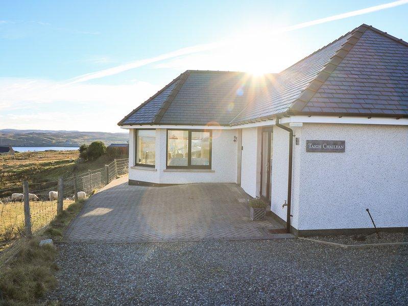 TAIGH CHAILEAN, countryside views, woodburner, WiFi, Isle of Lewis, vacation rental in Maraig
