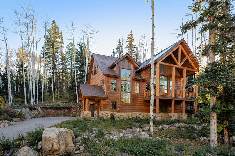 3 300 Sq Ft Elegant Mountain Retreat Custom Home With