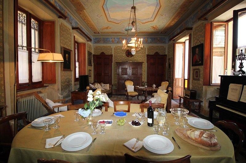 La Dimora dei Ciliegi, appartamento di charme affacciato sul Lago Maggiore, holiday rental in Fosseno