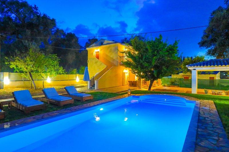 SunSole Villa: Corfu villa with private pool, air-conditioned, close to the, location de vacances à Peroulion
