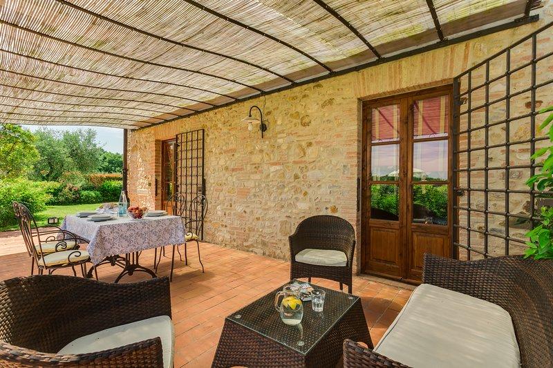 La Stalla is a beautifull Tuscan apartment in the Chianti region with pool!, holiday rental in Sambuca