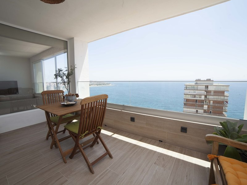 Sierra & Mar: Mountain, Sea Views and Beach in the same Apartment, holiday rental in Castell de Castells