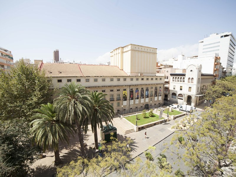 Teatro: Apartment in front of Alicante's Main Theater, holiday rental in San Isidro de Albatera