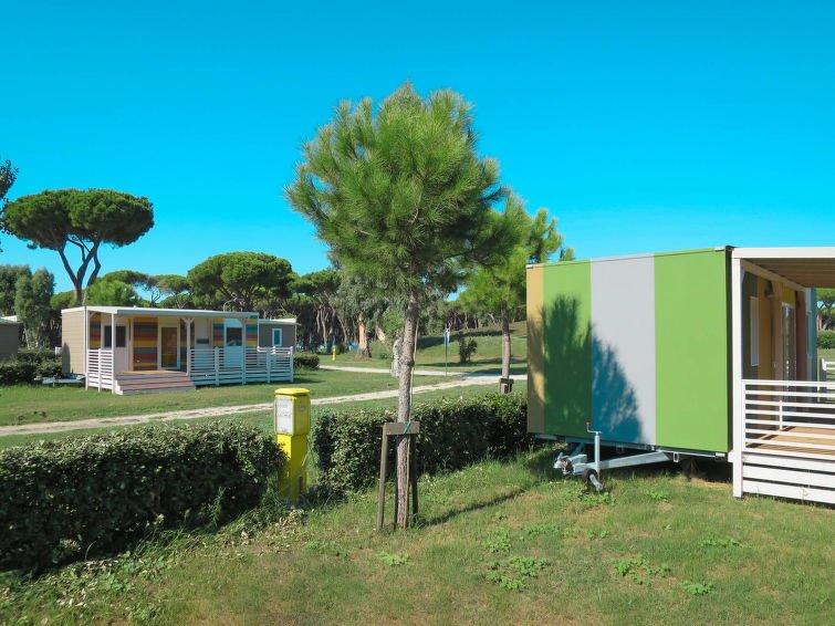 Mobili Da Giardino Casal Palocco : Bedroom apartment in casal palocco latium italy