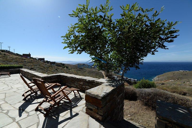 Original stone built villa with a great sea view in the area of Otzia - Akrotiri, holiday rental in Otzias