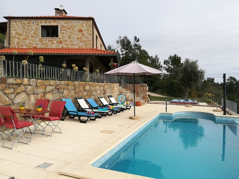 House of holiday in Northern Portugal 4 rooms for 8 persons, pool and jacuzzi., location de vacances à Arcos de Valdevez