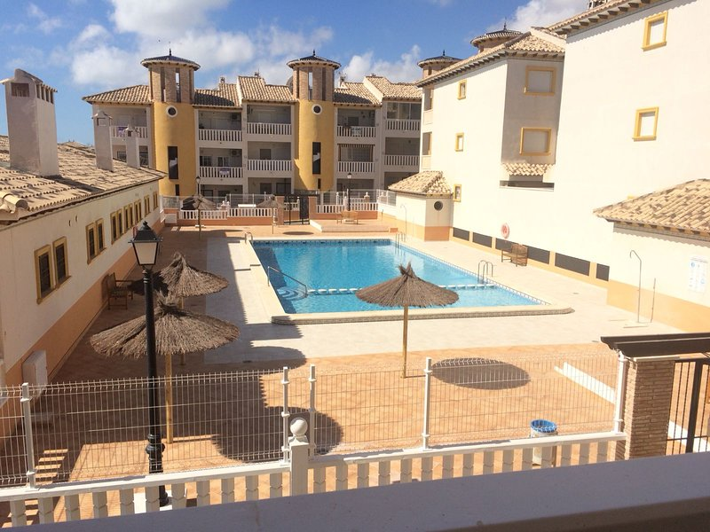 Apartment with shared pool, alquiler vacacional en Elche