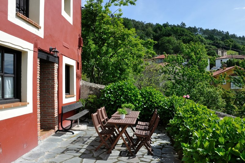 Casa rural en Tresgrandas, en plena naturaleza.Entre el mar y la montaña..., location de vacances à Cavandi