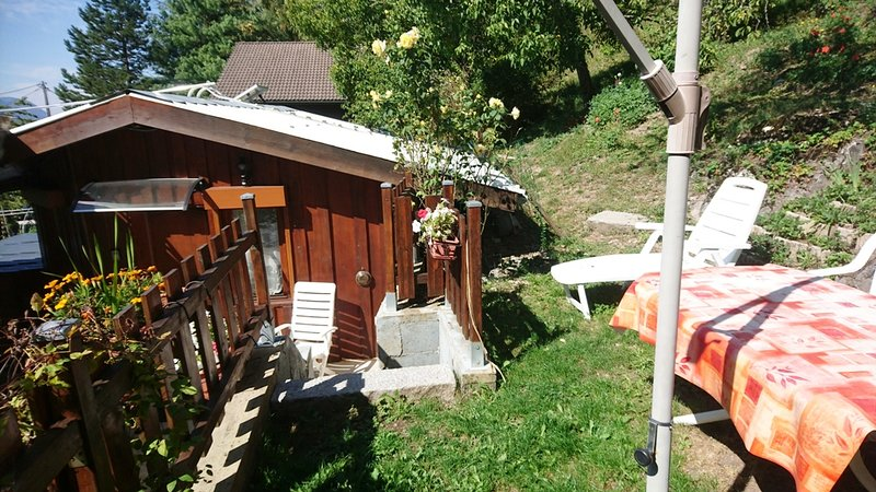 Nice chalet with terrace & Wifi, holiday rental in Scionzier