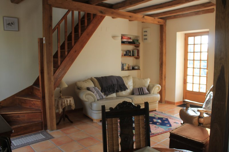 La Cerniére, Les Pins 2 bedroomed Gite with shared pool, holiday rental in Savigne-sous-le-Lude