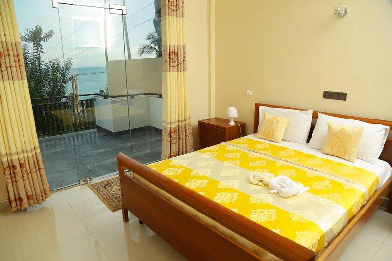 Queens Beach Hotel, vacation rental in Rekawa