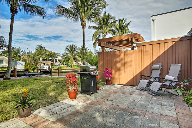 Ft. Lauderdale Townhome on Canal - 3 Mi. to Beach!, holiday rental in Dania Beach