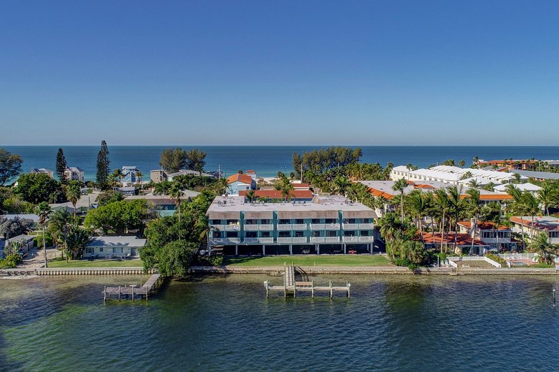 The Anna Maria Island Beach Palms 5B Has Private Outdoor Pool