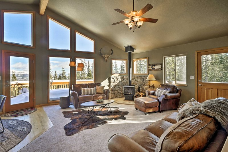 Fairplay Cabin w/ Mtn View - 30 Mins to Breck!, holiday rental in Alma