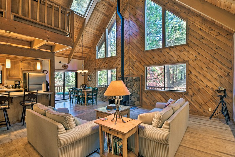 Secluded Arnold Cabin w/Deck - Near Bear Valley!, casa vacanza a Camp Connell