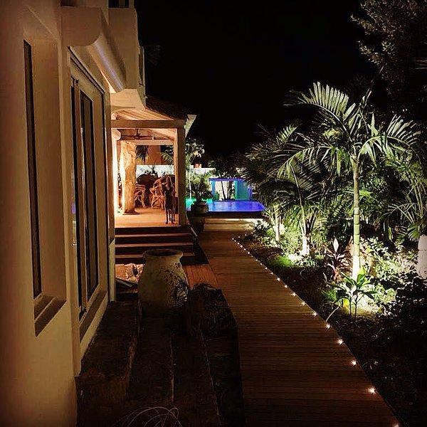Villa Blue Lagoon SXM, maison au bord de l'eau avec bateau, holiday rental in Maho