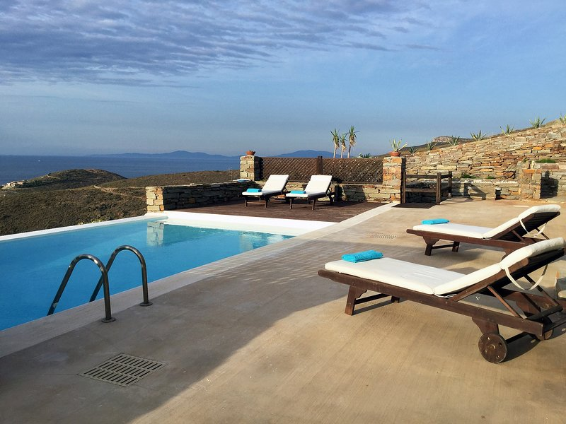 Stone villa Aqua Marina with a fantastic sea view and swimming pool, in Otzia, holiday rental in Otzias