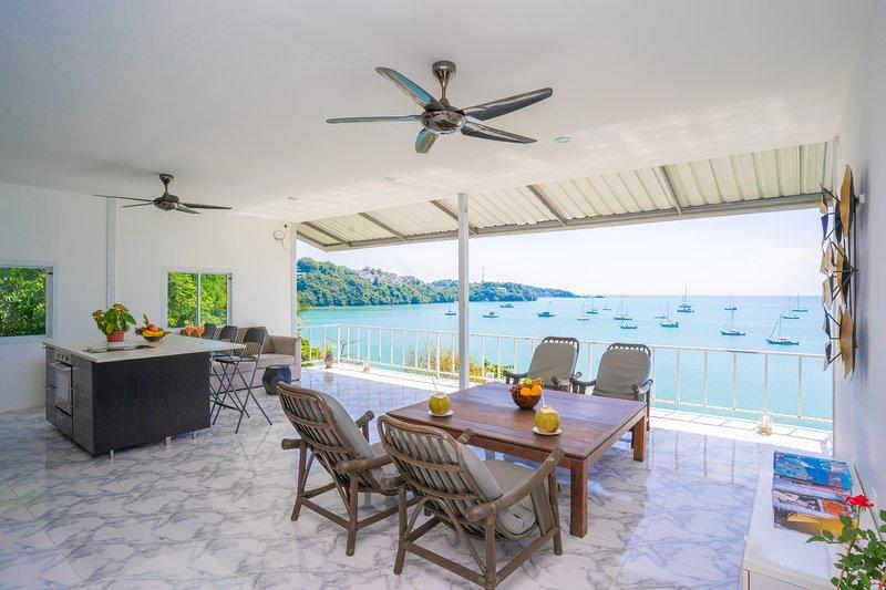 En av de bästa vyerna i hela Phuket ... Ao Yon Bay och Andaman Sea beyond ...