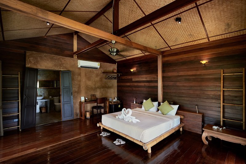 Luxury loft in traditional wooden stilted longhouse, holiday rental in Mae Salong