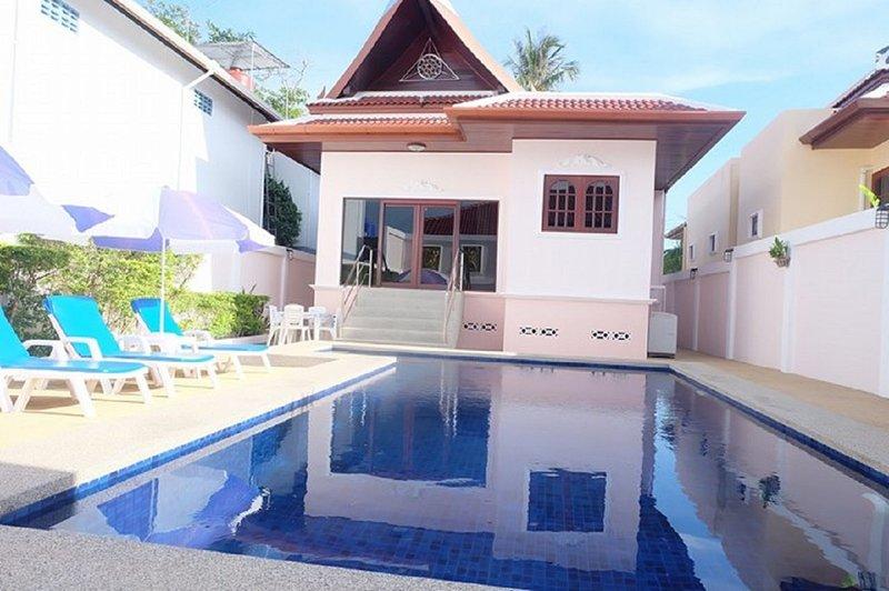 Phuket's Villa Corinthian, private pool villa, perfect family tropical retreat., holiday rental in Rawai