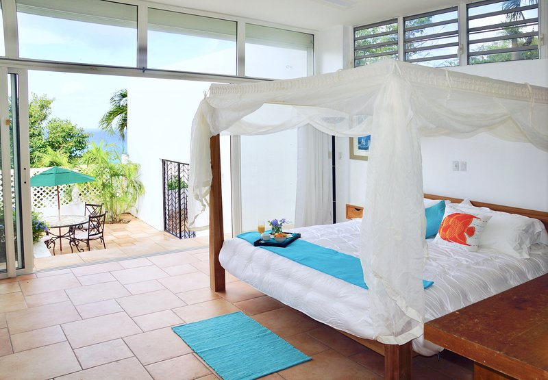Top of Pelican Key! Spectacular sea views, near beaches, Wifi, parking, private, holiday rental in Cole Bay