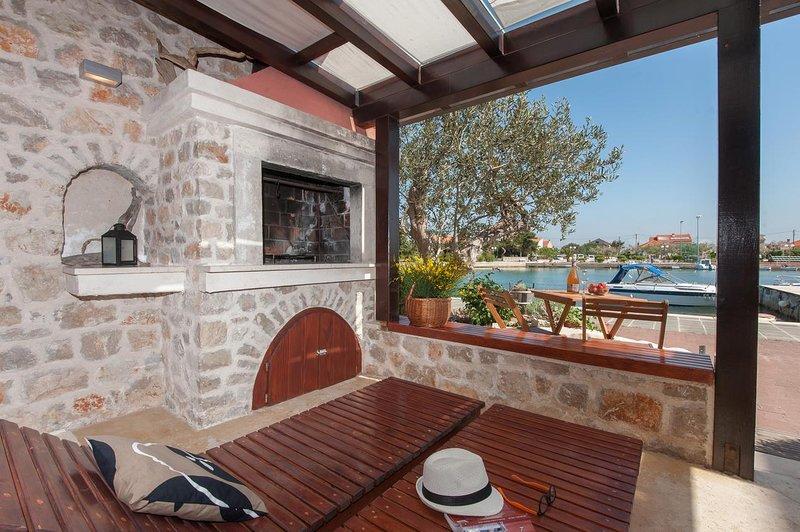 Poljana Apartment Sleeps 6 with Air Con - 5468396, location de vacances à Polvljana